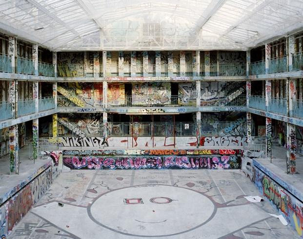 grafitis Hotel Molitor en paris de Jean Philippe Nuel diariodesign