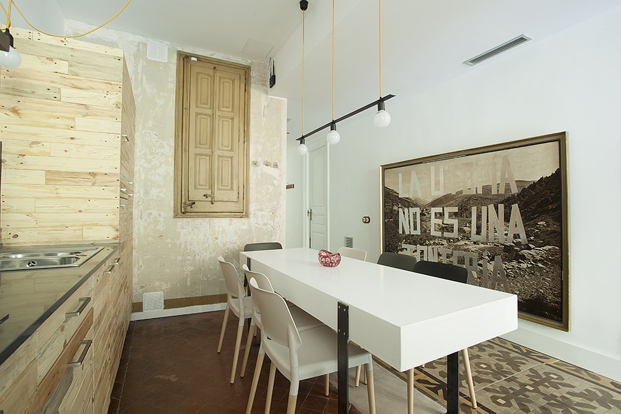yok-Casa-C-kitchen-hall