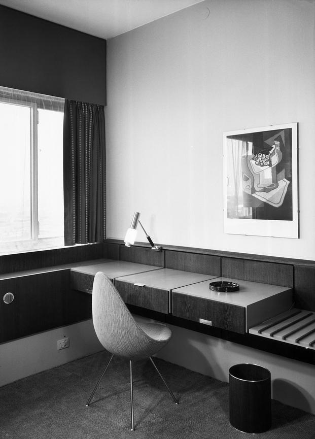 17 suite 506 SAS Royal Hotel