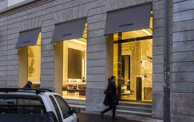 Antonia, Mailand