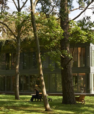 PHILIPPE-STARCK-RIKO-P.A.T.H.-Prefabricated-Accessible-Technological-Homes (1520x621)