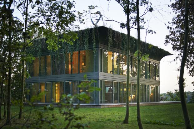 PHILIPPE-STARCK-RIKO-P.A.T.H.-Prefabricated-Accessible-Technological-Homes (3)