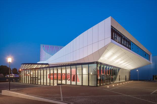 UN-ESTUDIO-ARUP-De-Stoep-Theatre-Spijkenisse-Jan-Paul-Mioulet (3) (621x200)