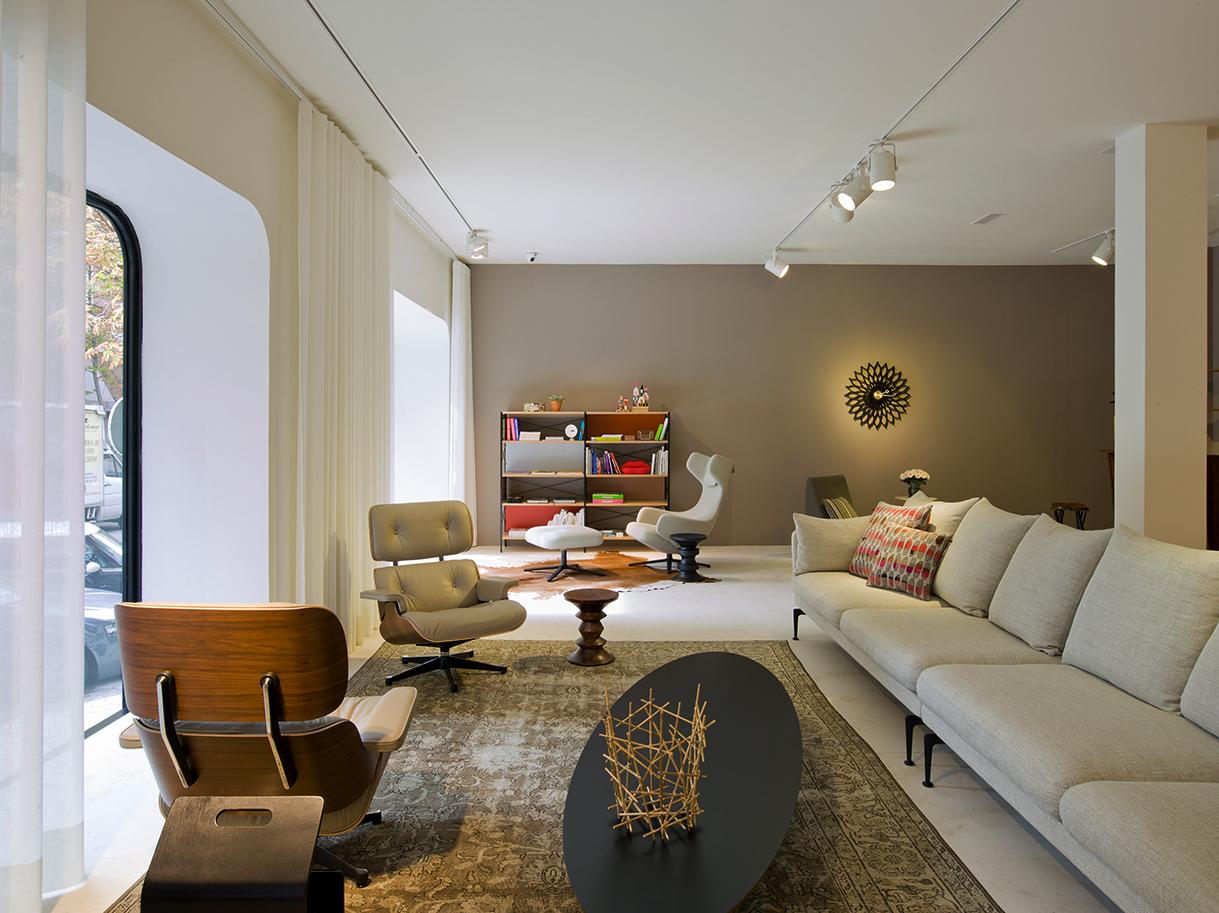 Nuevo espacio vitra en una de las zonas m s concurridas de - Cuca arraut interiorismo ...