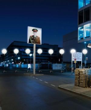 05_LICHTGRENZE_Checkpoint_Charlie__c__Kulturprojekte_Berlin_WHITEvoid_Christopher_Bauder__Foto_Daniel_Bueche