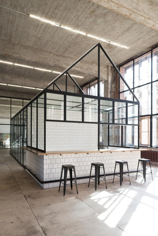 oficinas dream industries de archiproba en la sede central de telegrafos de moscu kiosk diariodesign