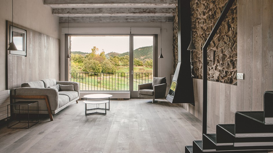 la tradici n protagonista de una rehabilitaci n en la cerdanya por dom. Black Bedroom Furniture Sets. Home Design Ideas