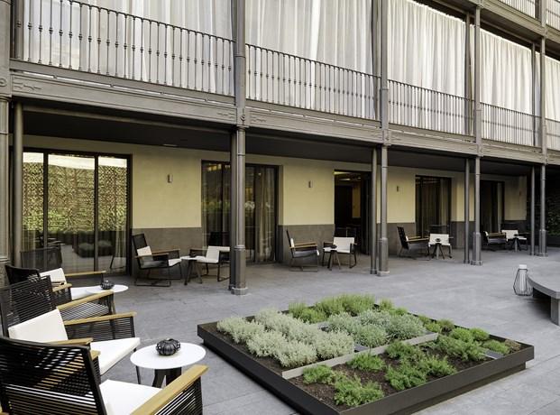 H10 urquinaona de gca arquitectes el noucentisme 39 meets for Hotel el jardi barcelona