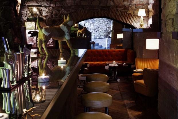 Restaurante Palosanto de Bonbastudio y Derby Hotels Collection 12 (Copiar)