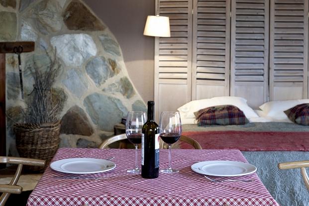 dormir en la bodega  y casa de iniesta gracias a airbnb diariodesign