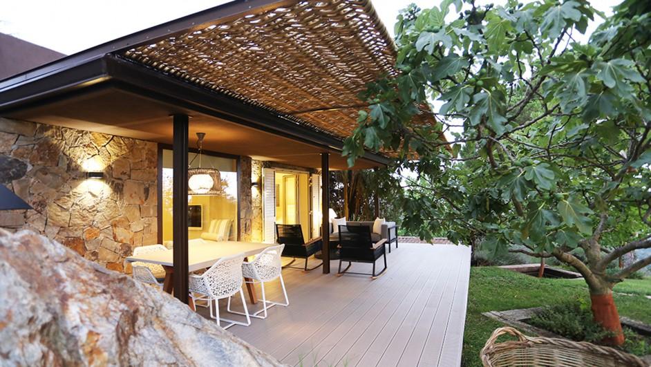 Una casa para invitados se hace caba a en los adentros del - Pergolas el bosque ...