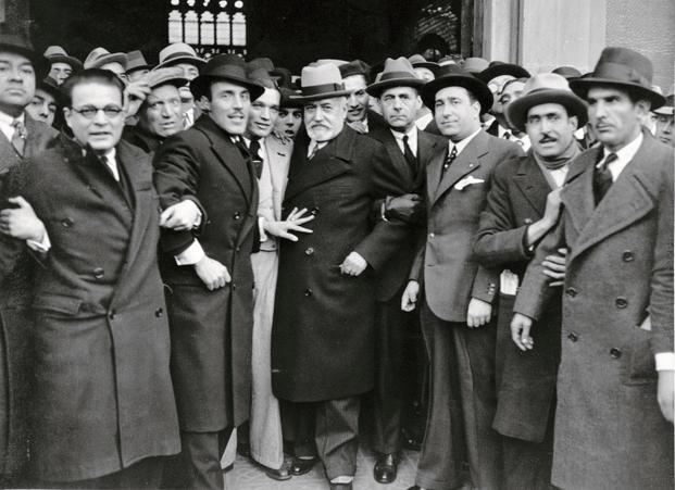 Pérez de Rozas, 1935. Llegada del diputado Royo Villanova, líder del Partido Agrario Español. © Pérez de Rozas i Arxiu Fotogràfic de Barcelona (AFB)