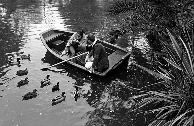 Txema Salvans, 2008. Pareja en el lago de la Ciudadela. © Txema Salvans
