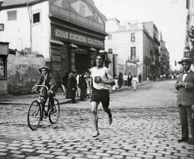 Frederic Ballell, 1905/1916. El campeón Pedro Prat en una carrera. Frederic Ballell i Arxiu Fotogràfic de Barcelona (AFB)