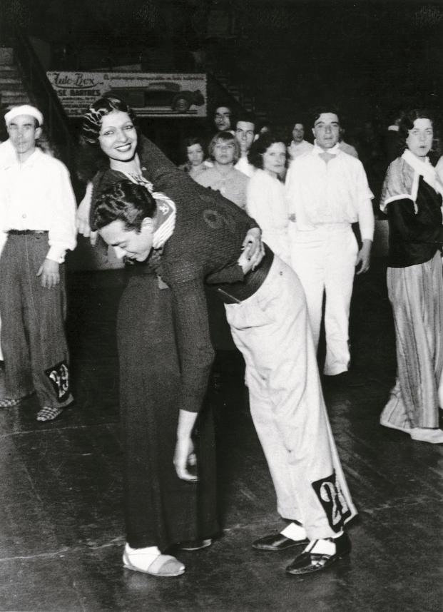 Pérez de Rozas, 1930. Campeonato internacional de baile de resistencia en el Olympia. © Pérez de Rozas i Arxiu Fotogràfic de Barcelona (AFB)