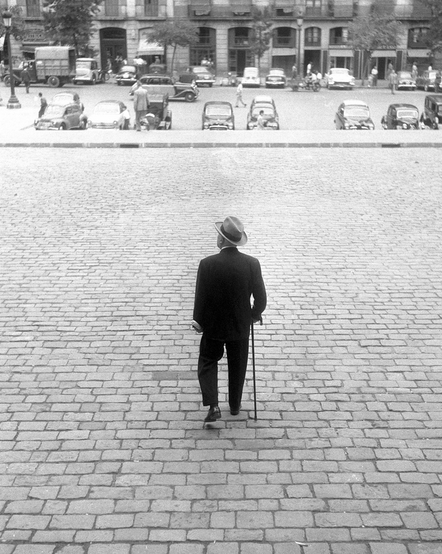 Leopoldo Pomés, 1959. Un señor en Barcelona. © Leopoldo Pomés