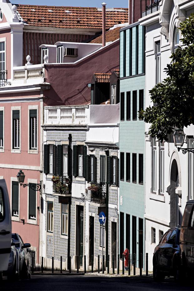 Casa-no-Principe-Real-Camarim-Arquitectos-Premios-ASCER-Nelson-Garrido (9)