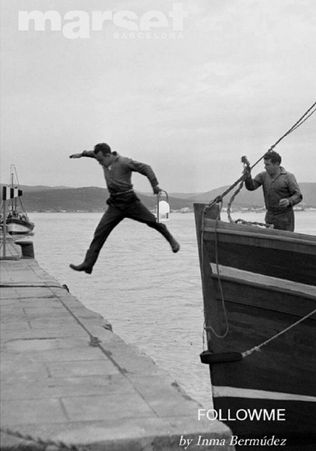 Chico saltando al barco