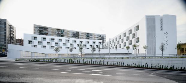 Apartamentos para tercera edad, de Sergi Serrat, Cristina Garcia, Gines Egea & Roberto González. Fotos de Adrià Goula y Jordi Castellano