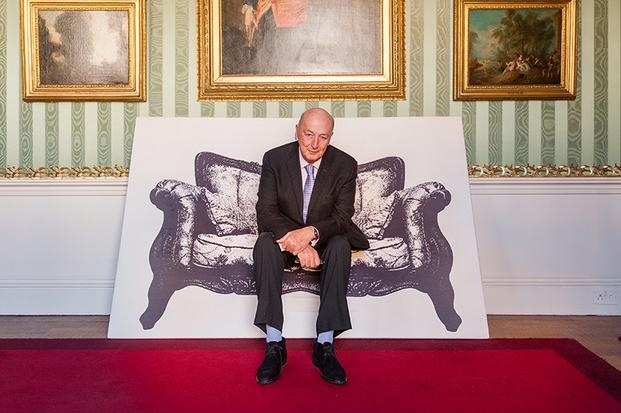 El Duque de Devonshire, sobre una Canvas chair de YOY para Innermost