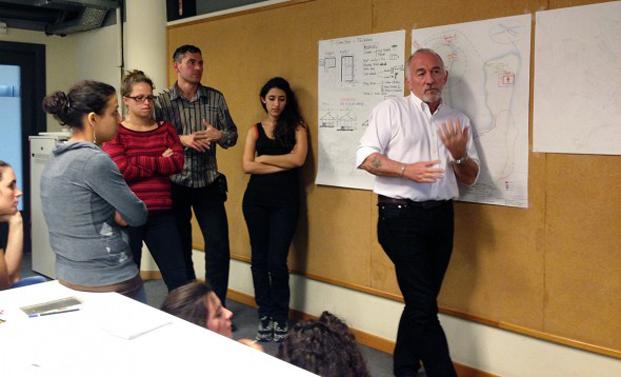 Dan Lewis, durante un workshop en la ESARQ-UIC