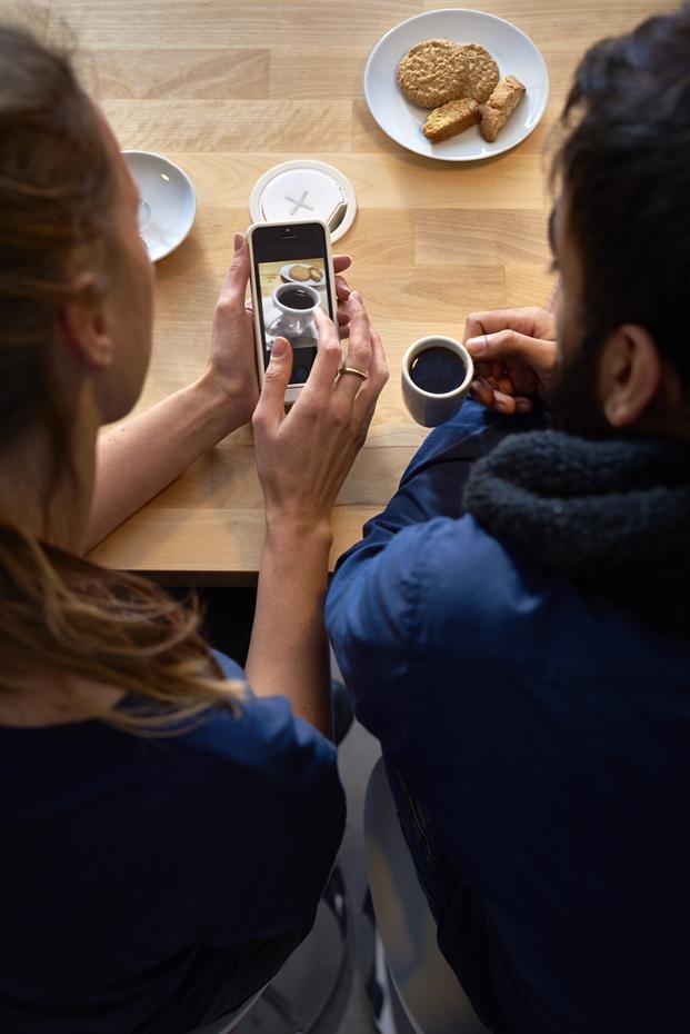 imagen smartphone coleccion mesas de ikea