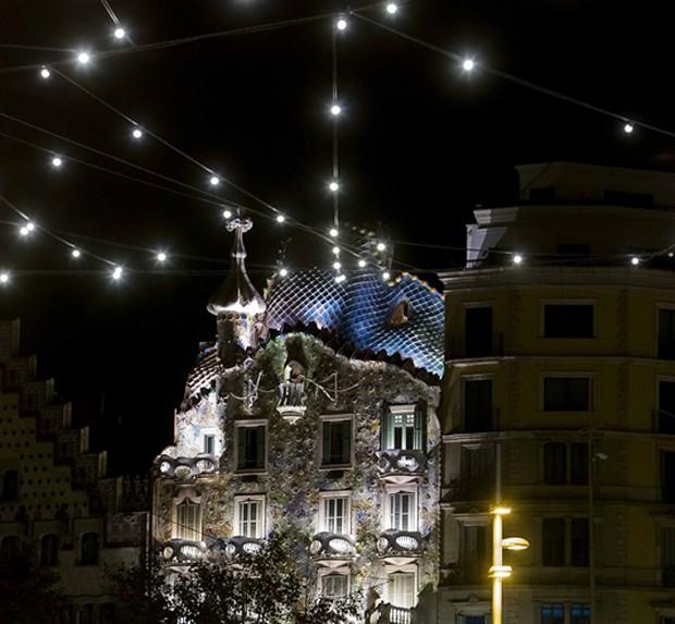 Estels de Nadal, en Aragó-Passeig de Gràcia frente a la Casa Batlló.