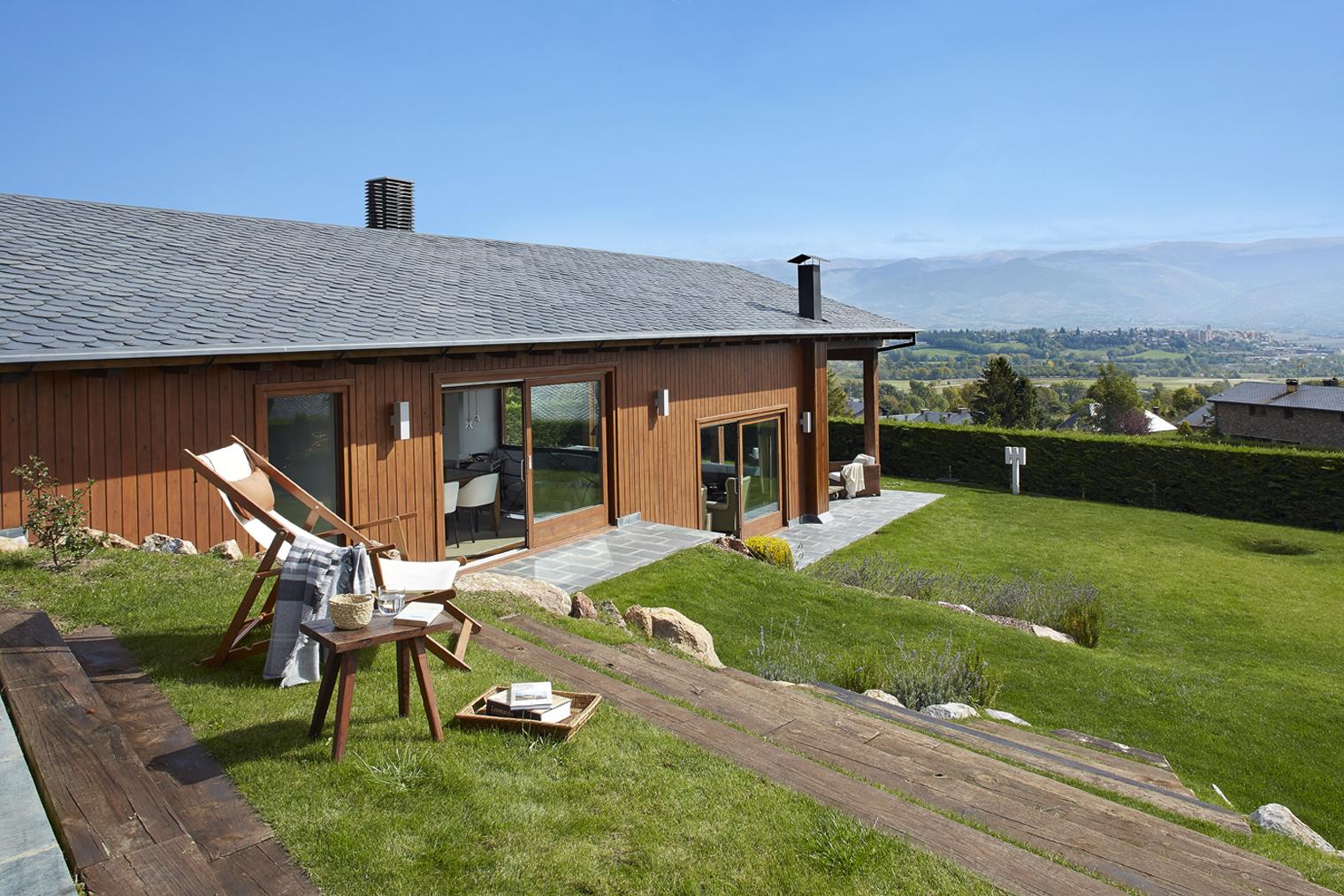 Casa en guils un refugio de monta a para disfrutar for Casas modernas rusticas