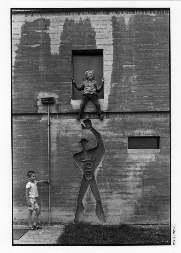 J. Ach: Empreinte du Modulor dans le béton, Unité d'habitation, Nantes, Rezé © FLC, ADAGP, Paris 2015