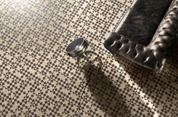 Modelo Domino de Bisazza con India Mahdavi diariodesing