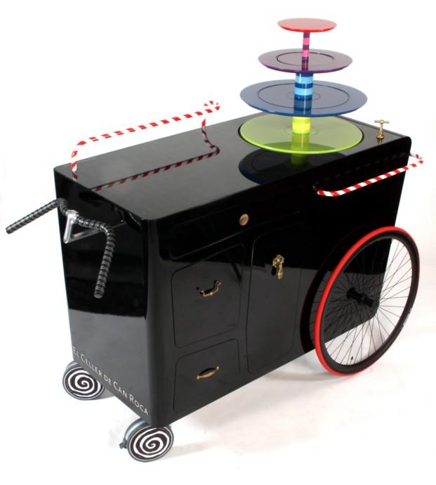 Carrito para postres Roca on wheels, de Andreu Carulla para El Celler de Can Roca