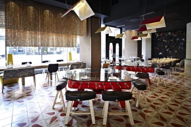 Mesa futbolín, diseño de Jose Andrés en su restaurante Jaleo (Washignton DC). Producida por RS-Barcelona