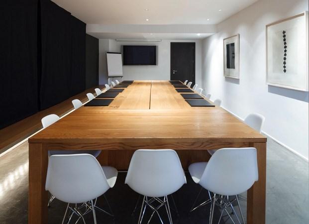 sala de juntas en Son Brull de Forteza Aparicio Interiores arquitectura mediterránea en diariodesign