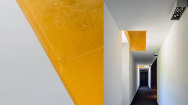 arquitectura mediterránea falso techo de pan de oro en Son Brull de Forteza Aparicio Interiores