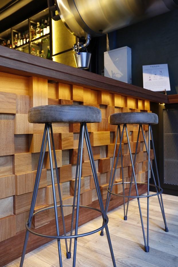 taburete restaurante en barcelona Foxos de Lluria de Carlos Martínez Interiors