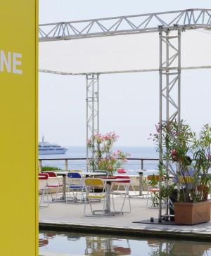 1 Pantone Cafe