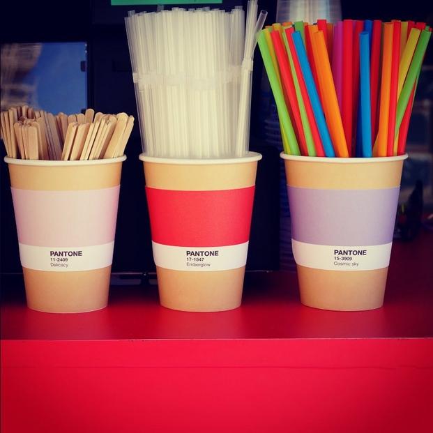 8 pantone cafe