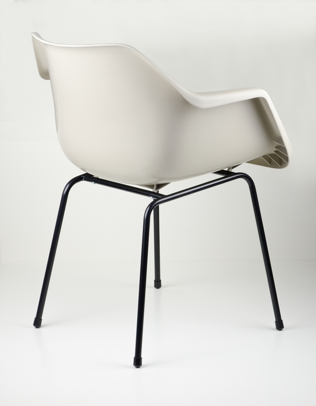8 polypropylene chair robin day