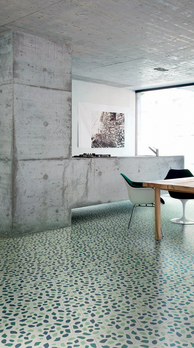 buchner - cucina su disegno Buchner Brundler, tavolo e lampada Buchner Brundler, sedia Blu Eames, sedia nera Saarinen
