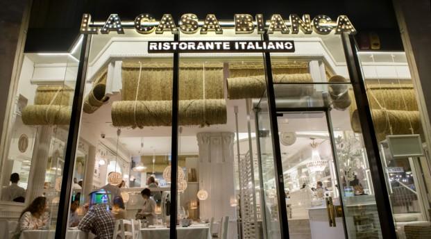 fachada restaurante italiano la casa bianca en Barcelona