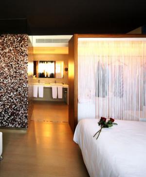 habitacion hotel barcelo malaga en diariodesign