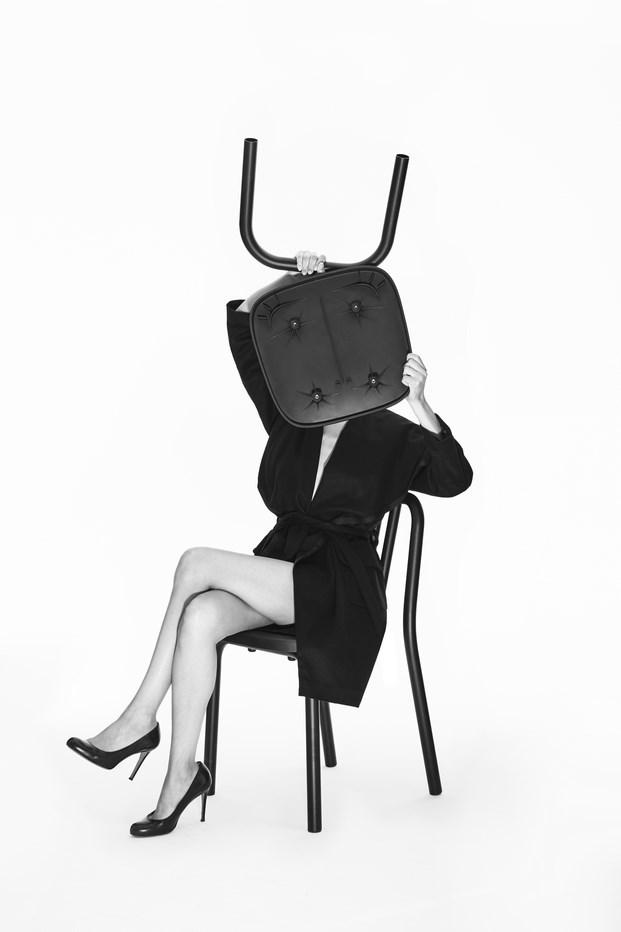 8 Chaise TUBE par Eugeni Quitllet avec Mobles 114 credit Nacho Alegre 1