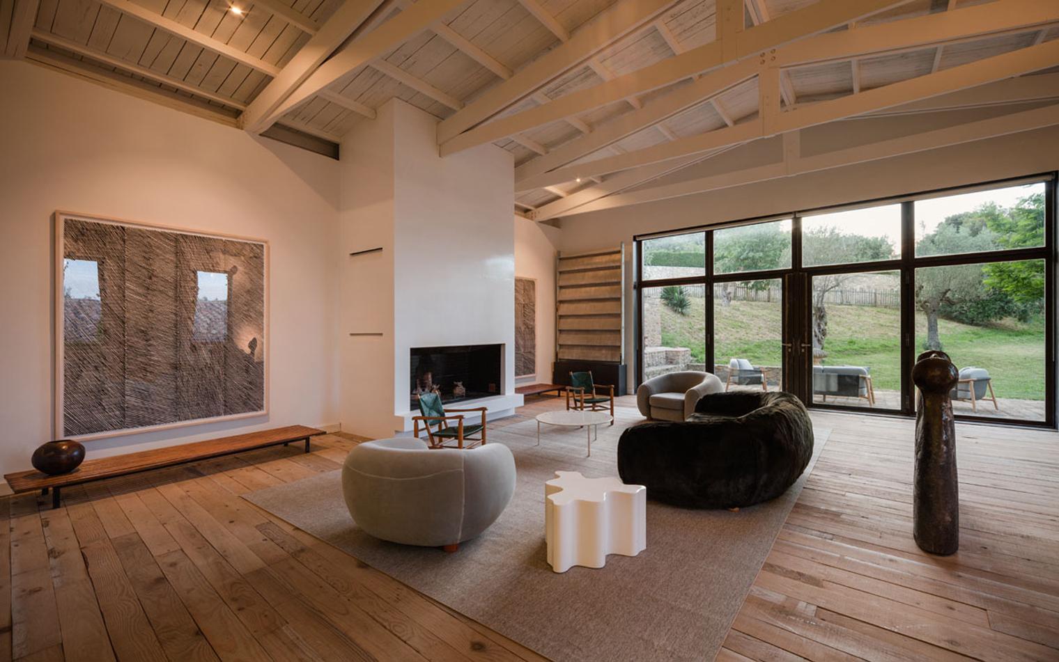 Obras de arte y muebles de los 39 60 en una gran mas a del for Case moderne interni legno