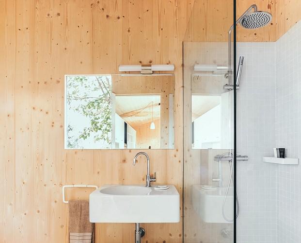 bano en casita de madera de Dom Arquitectura diariodesign
