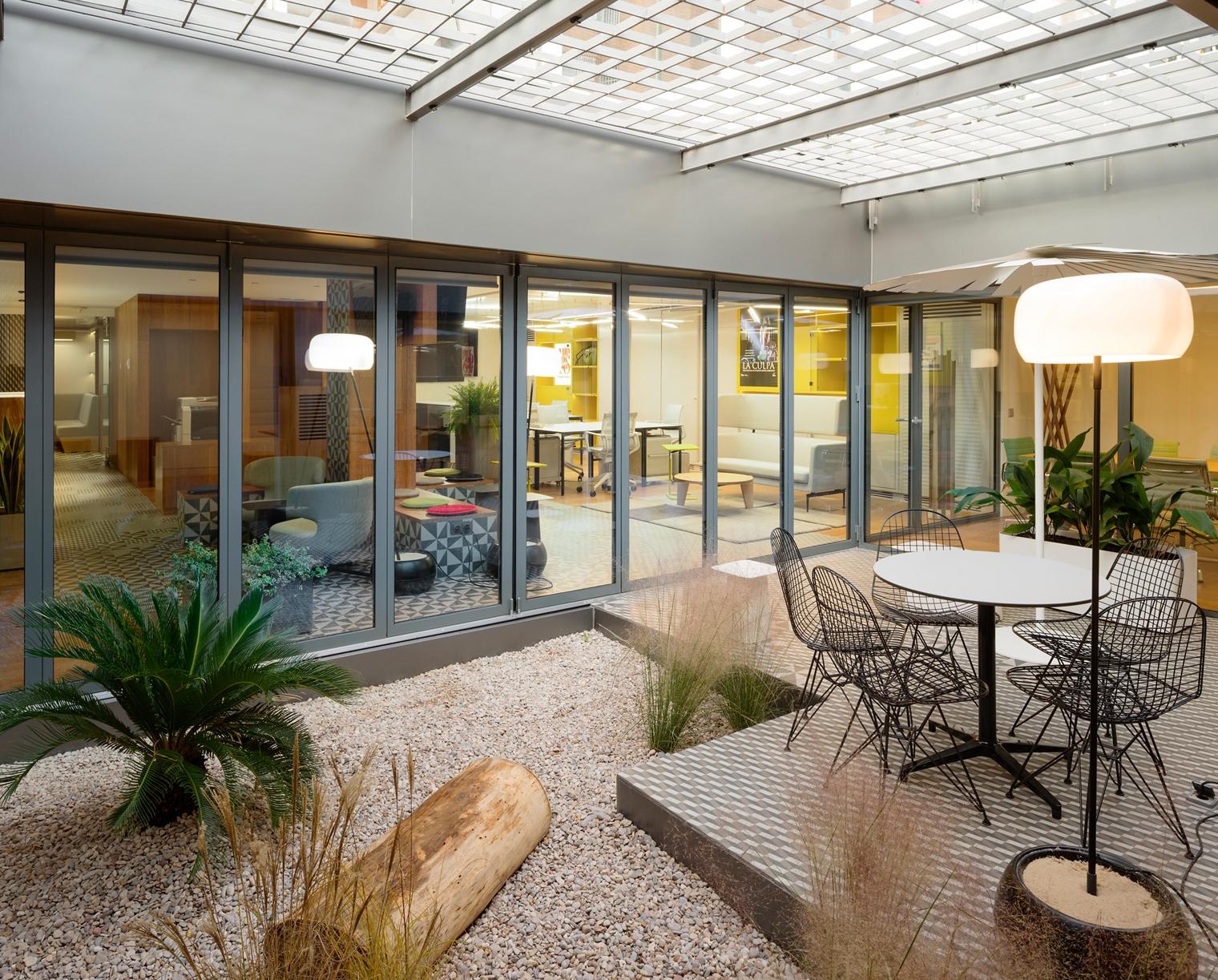 Agi architects dise a las oficinas de chicho ib ez for Oficinas prosegur madrid