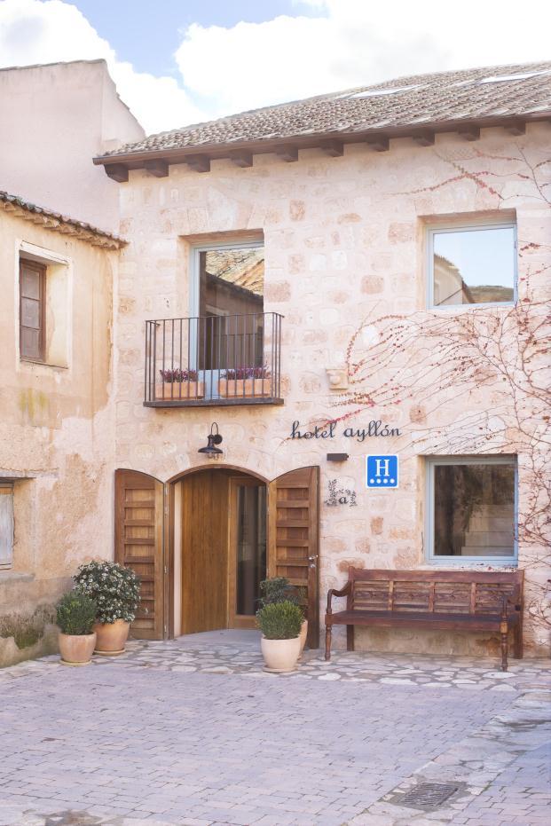 hotel-ayllon-lucas-hernandez-gil-jara-varela (5)