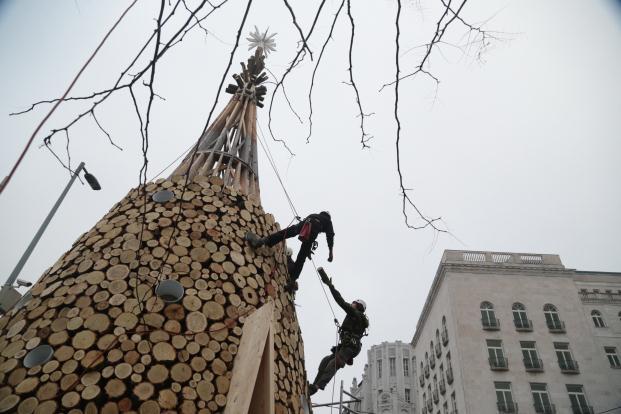 hello-wood-christmas-tree-budapest-miklos-vargha-zsolt-szigetvary (10)
