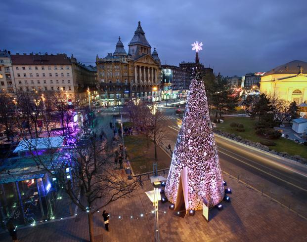 hello-wood-christmas-tree-budapest-turos-balazs (9)