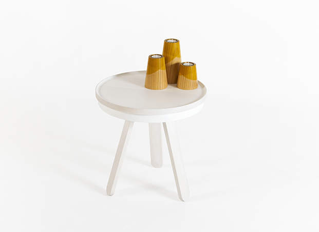 woodendot-auxiliary-batea-table-white-scene