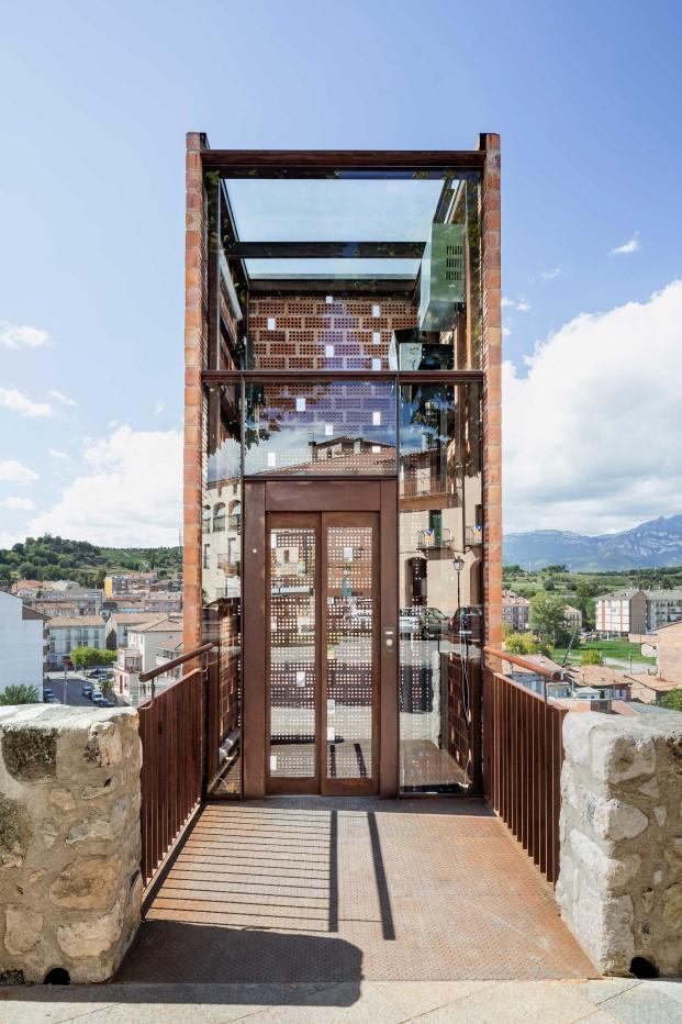 Ascensor en Gironella de Carles Enrich 11